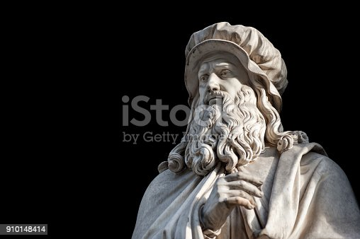 istock Leonardo Da Vinci statue on black background (path selection included) 910148414