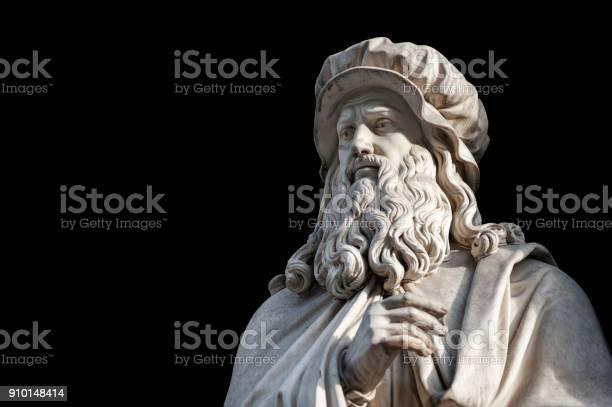Leonardo da vinci statue on black background picture id910148414?b=1&k=6&m=910148414&s=612x612&h=g qa6p1c8fwofgm s1xx5n9mbepul67gqoduzdcahai=
