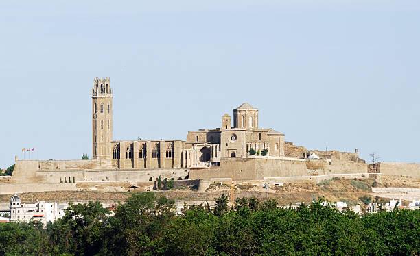 лерида (каталония), готический собор (seu vella - lleida стоковые фото и изображения