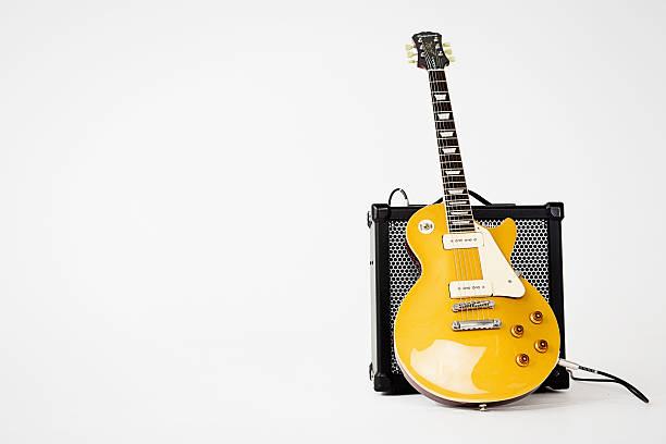 '56 Les Paul Pro electric guitar leaning on Roland amp圖像檔