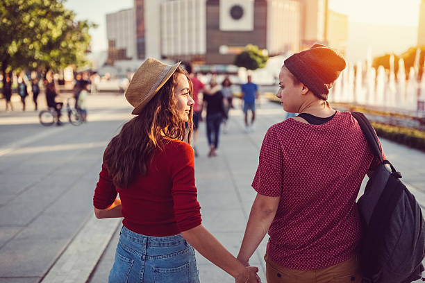 Lesbian couple in the city - Photo