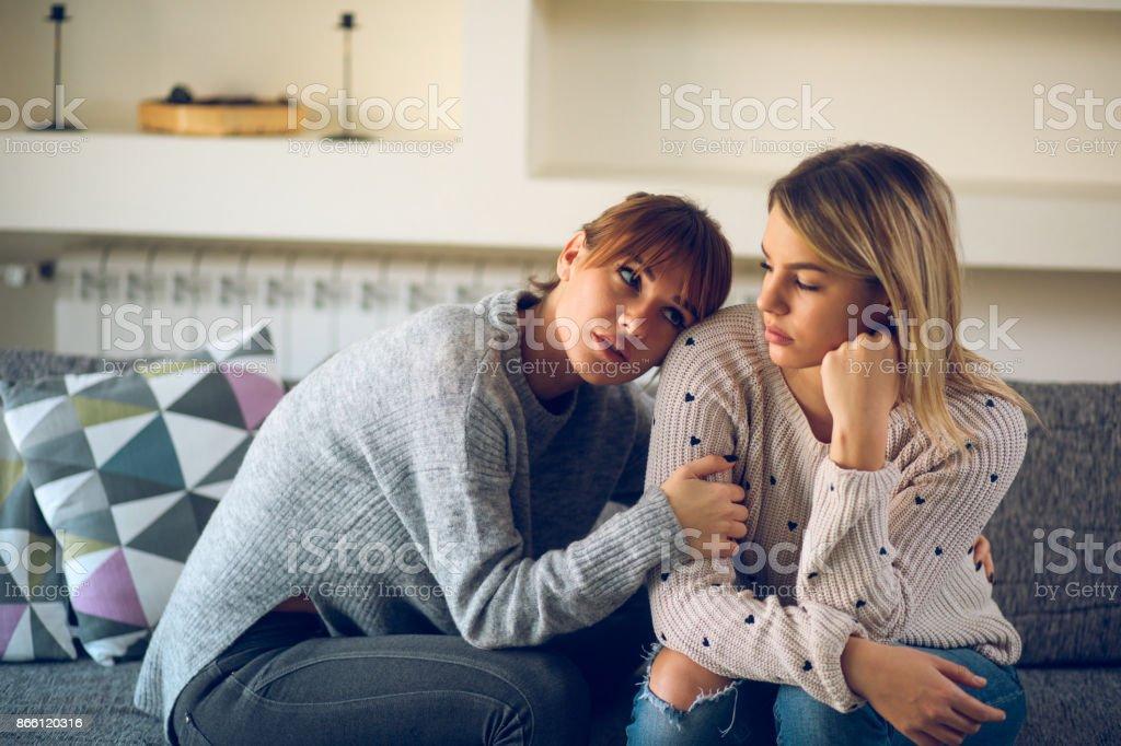 Pareja De Lesbianas Esta Teniendo Problemas De Relacion Foto De Stock Libre De Derechos