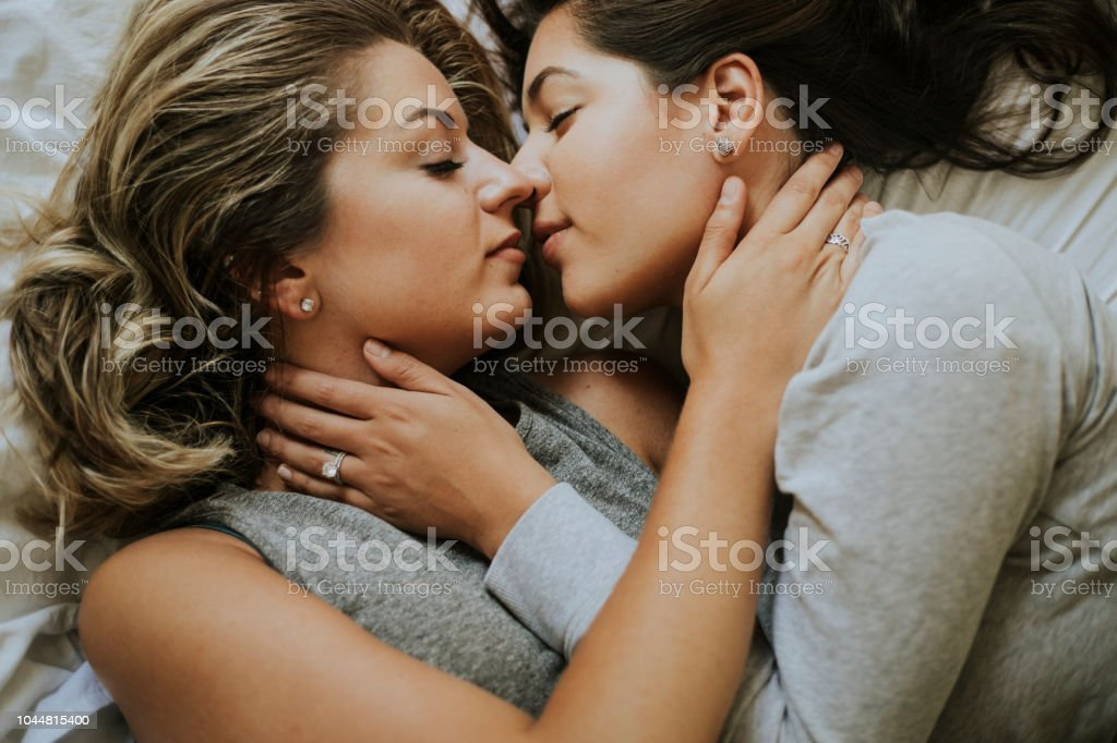 SUSAN: Lesbian Seducio