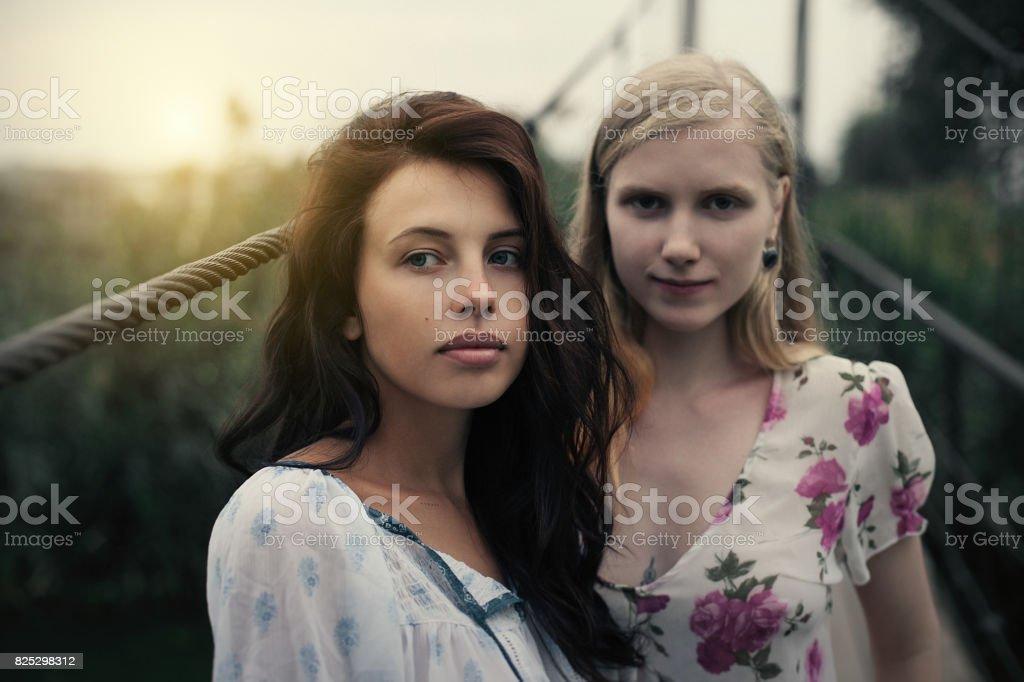 blonde brunette lesben