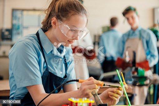 istock STEM Lesson In School 3 901904368