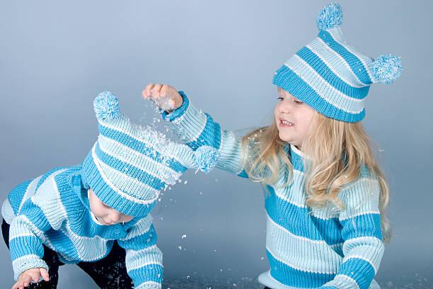 lass es schneien - türkise haare stock-fotos und bilder