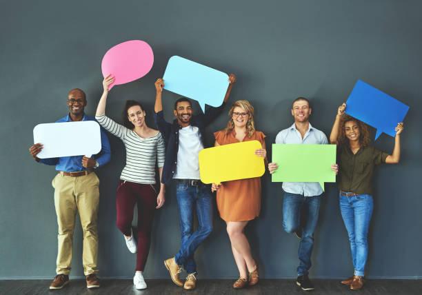 laissez-nous vous aider à passer votre mot - bulle de dialogue photos et images de collection
