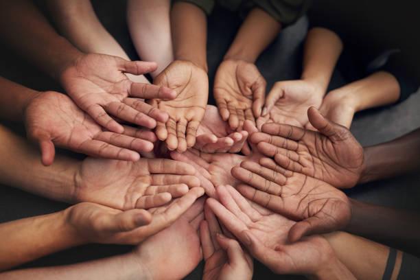 deixe as suas mãos fazerem o falando - charity and relief work - fotografias e filmes do acervo