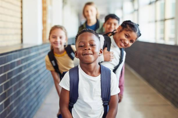 今日は何か新しいことを学びましょう - 小学校 ストックフォトと画像