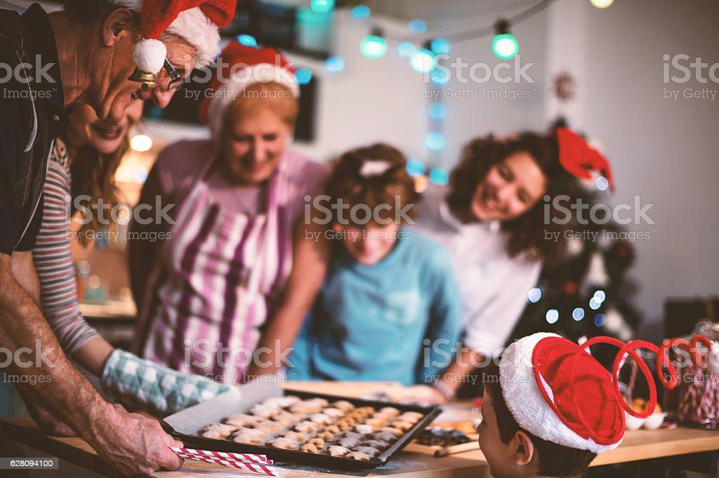 Lassen Sie es uns machen Kekse für Weihnachten – Foto
