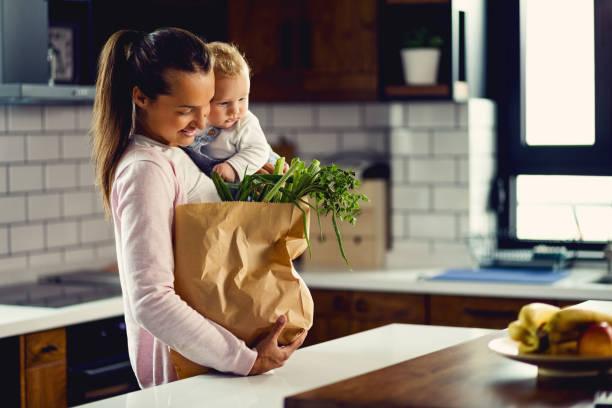 facciamoci un pranzo insieme! - grocery home foto e immagini stock