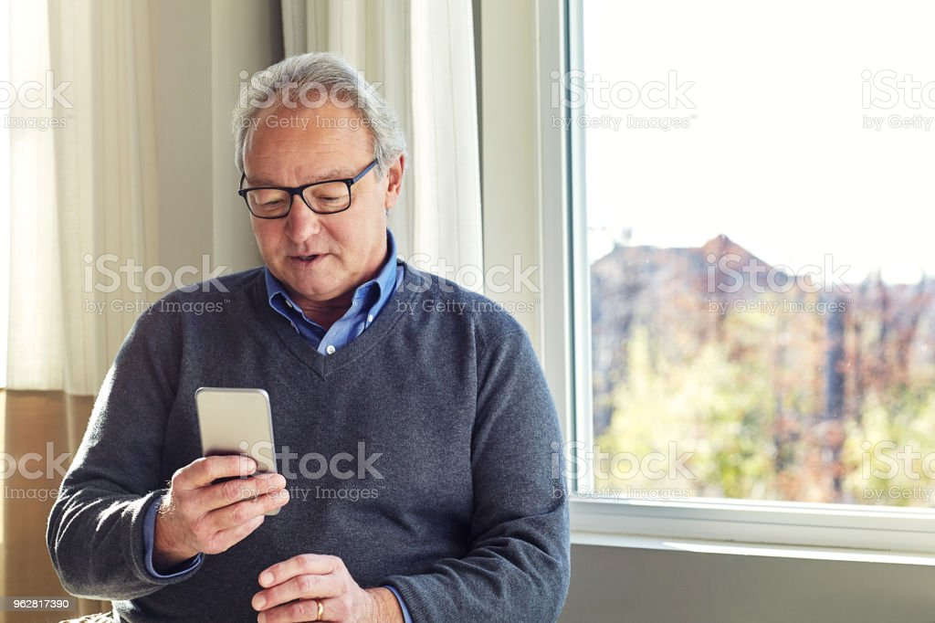 Let's see who I can text today - Foto stock royalty-free di 60-69 anni