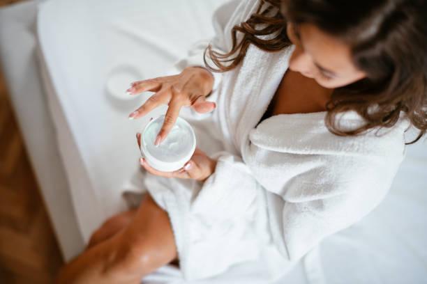 fangen wir mein perfekten tag! - feminine badezimmer stock-fotos und bilder