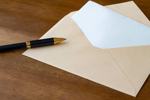 レター封筒とボールペン - 手紙 ストックフォトと画像