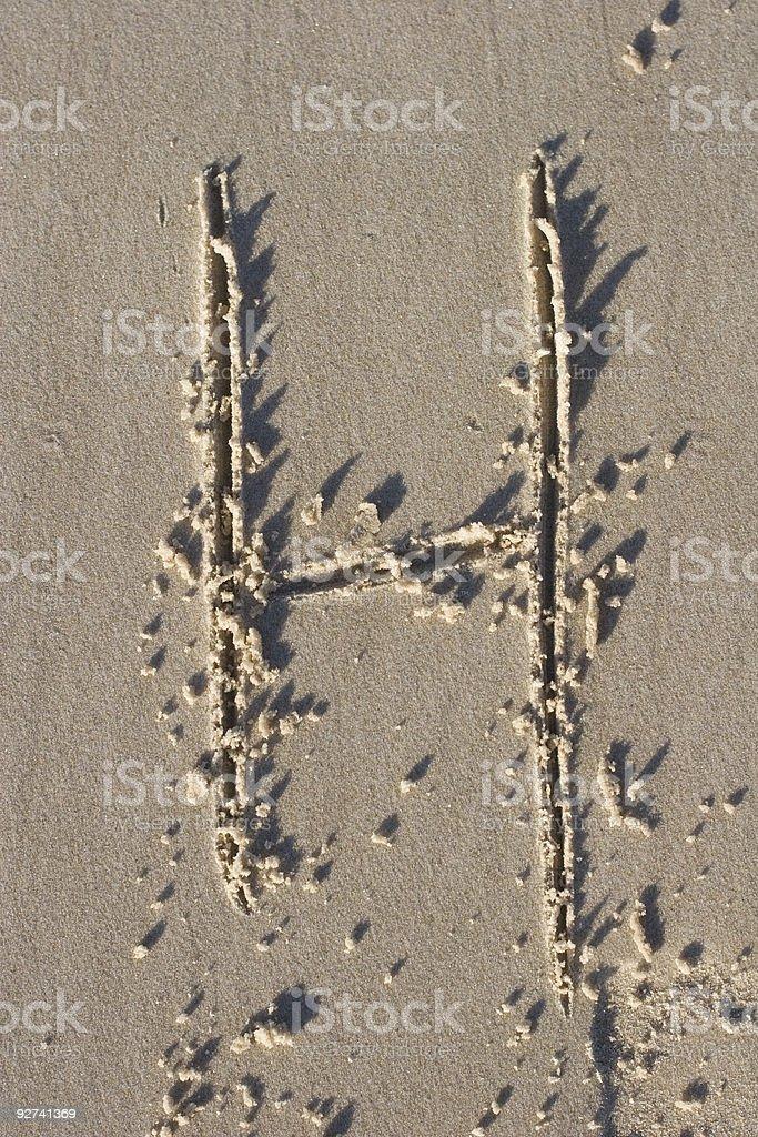 Buchstabe H im sand Lizenzfreies stock-foto