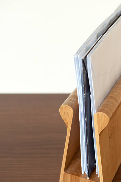 buchstabe rack - briefhalter stock-fotos und bilder
