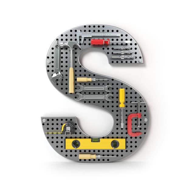 letter s in de vorm van metalen pegboard met tools op wit wordt geïsoleerd - s stockfoto's en -beelden