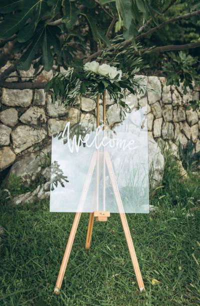 schriftzug willkommen zur hochzeit - heiratssprüche stock-fotos und bilder