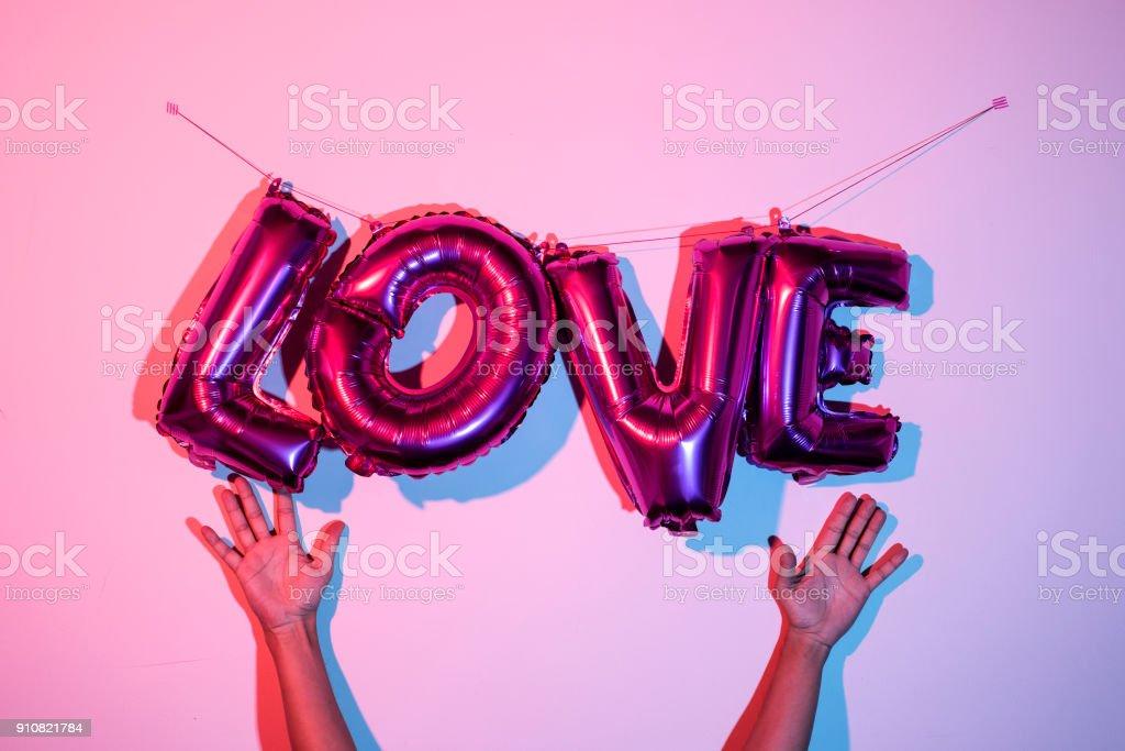 ballons en forme de lettre formant le mot amour - Photo