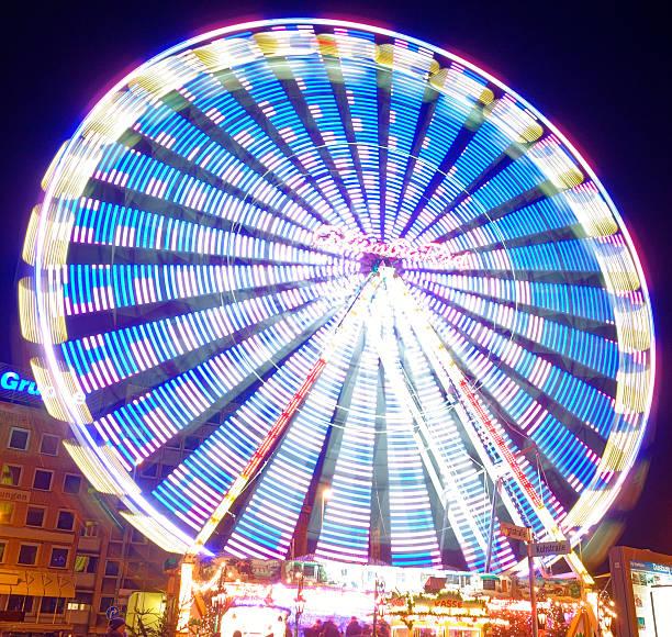 Leuchtendes Riesenrad stock photo