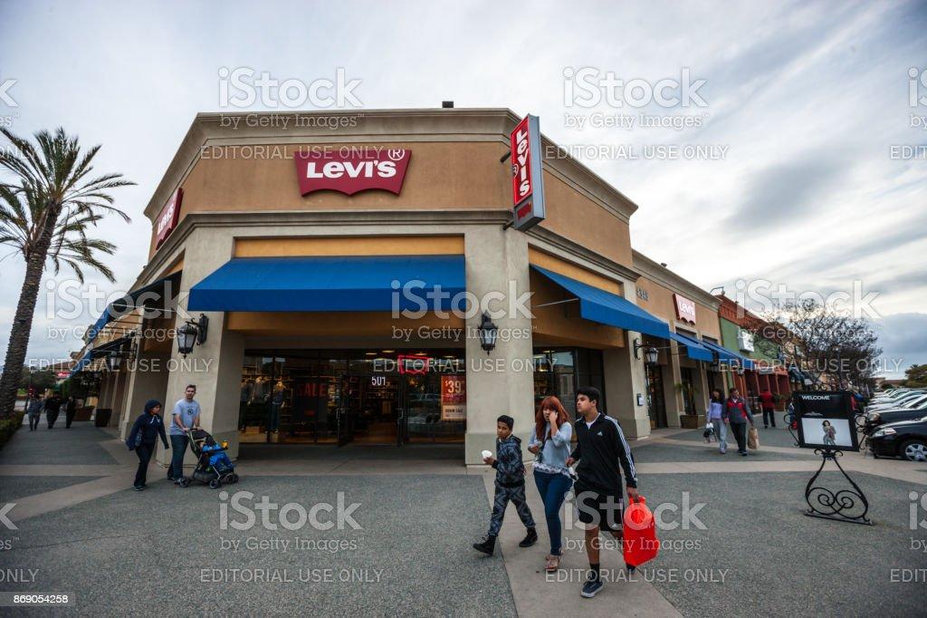 248e20ae39a 라스 아메리카 쇼핑몰 미국에 리 바이스 스토어 Levi's에 대한 스톡 사진 ...