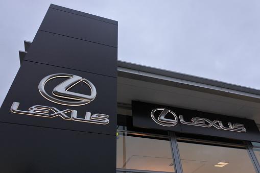 istock Lexus dealership showroom 1146168423