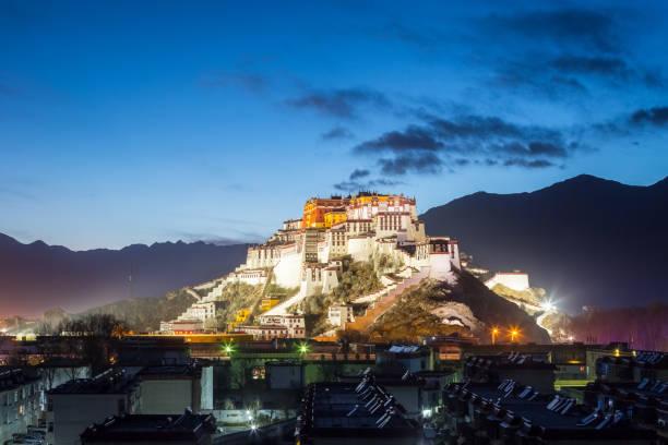Lhasa Potala-Palast in nightfall – Foto