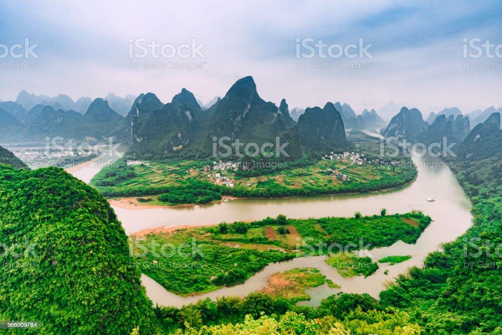 Li-Fluss und Karst Berge Guilin, Yangshuo - Lizenzfrei Anhöhe Stock-Foto