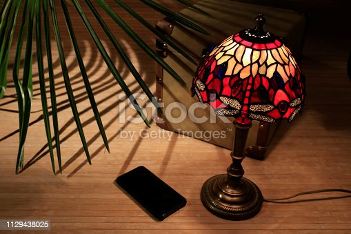 Liberty lamp with smartphone