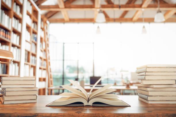 biblioteca y libros - biblioteca fotografías e imágenes de stock
