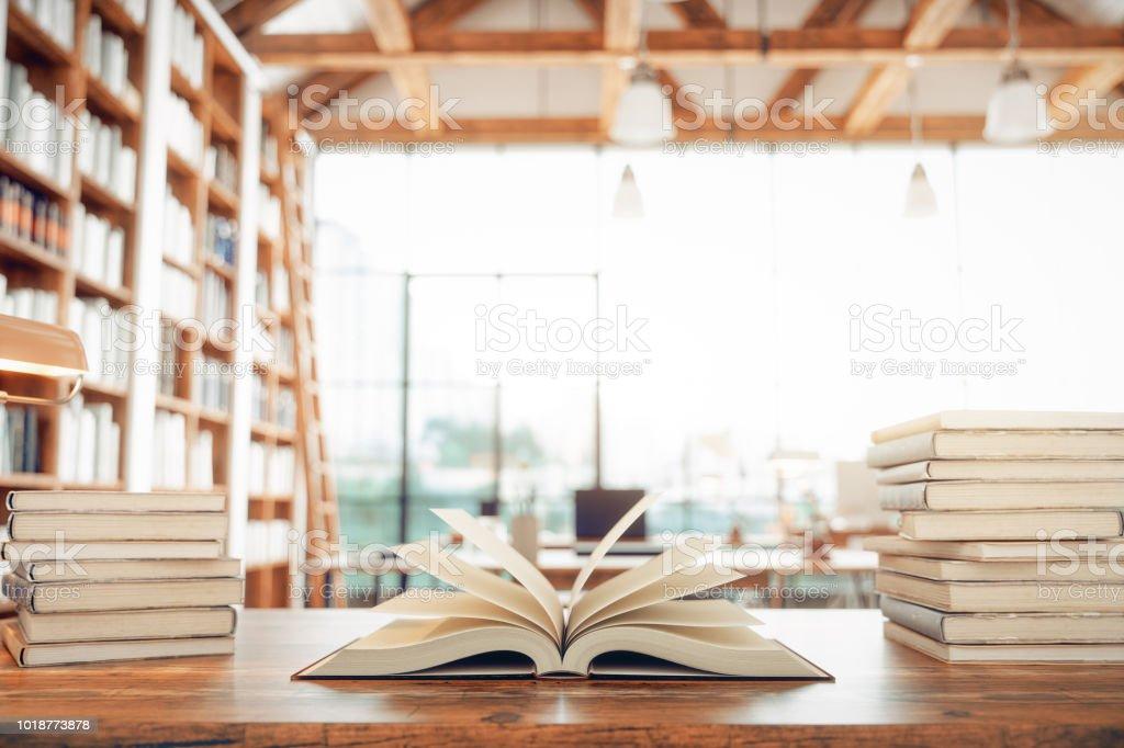 Bibliothek und Bücher – Foto