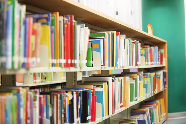 libreria mensola per libri - fiaba foto e immagini stock