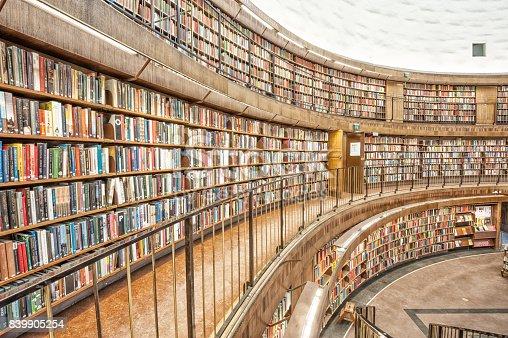 istock Library bookshelf, shallow DOF 839905254