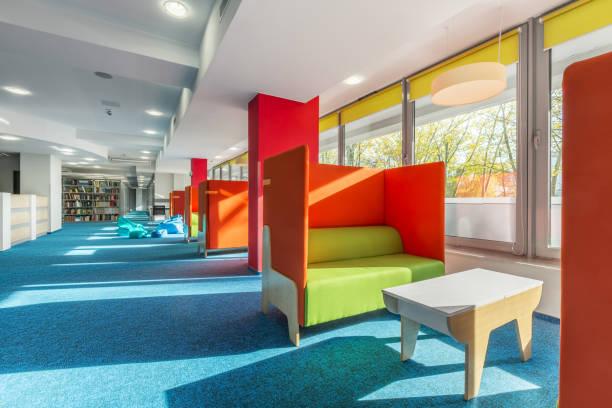 library lounge area with sofas - eingangsbereich teppich stock-fotos und bilder