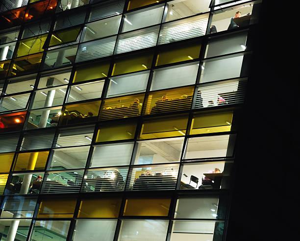 la biblioteca noches - biblioteca de derecho fotografías e imágenes de stock