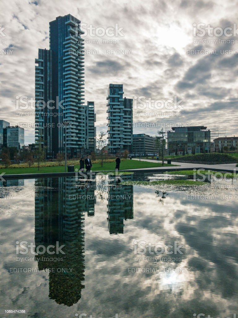 Library of trees, new Milan park. Solaria tower. Lombardy, Italy. - foto stock