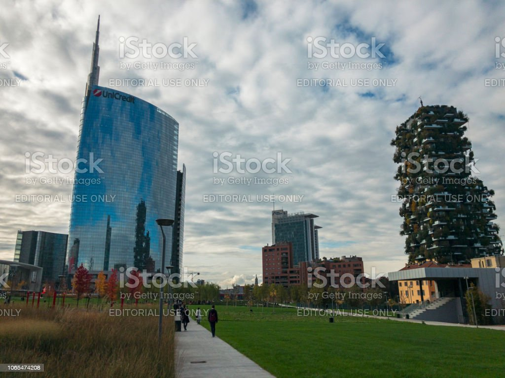 Library of trees, new Milan park. Unicredit skyscraper. Vertical forest. Lombardy, Italy - foto stock