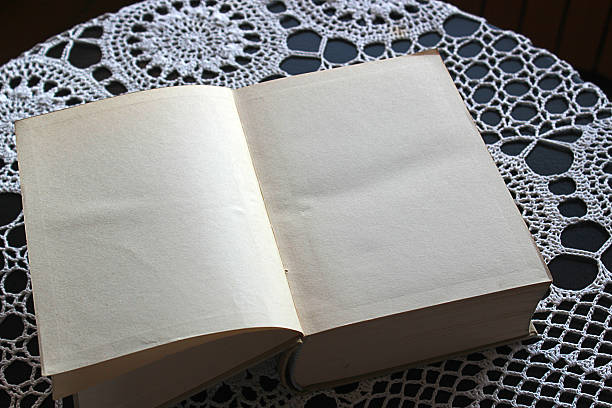 libro en blanco libro con las hojas en blanco para escribir historia, ficción  y toda la fantasía que se sea capaz de imaginar. libro stock pictures, royalty-free photos & images