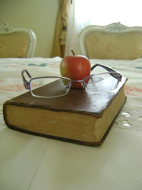 Libro inteligente Un libro inteligente libro stock pictures, royalty-free photos & images