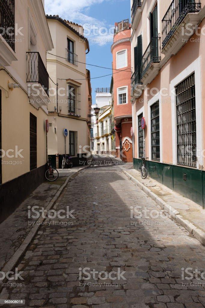Licht und Schatten in den Gassen von Sevilla, Spanien (Andalusien) - Royalty-free Alley Stock Photo