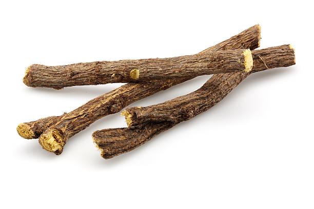 radice di liquirizia stick - liquirizia foto e immagini stock