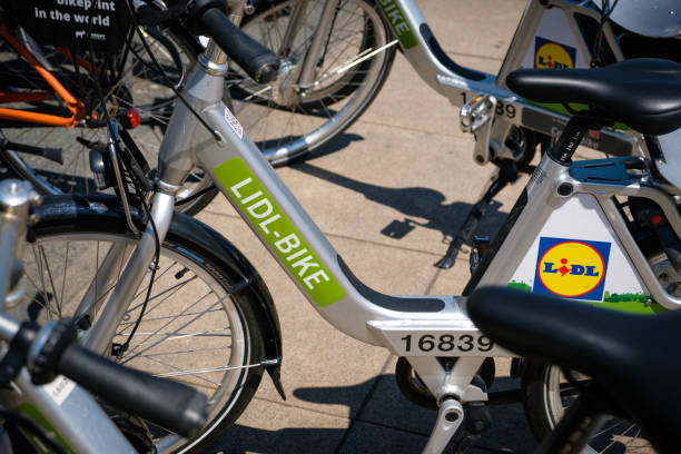 lidl bike bicycles for rent offering  bike sharing  in the city of berlin - lidl foto e immagini stock