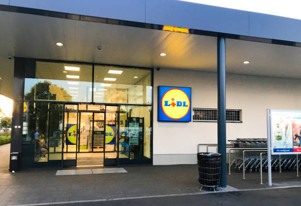 lidl grocery store - lidl foto e immagini stock