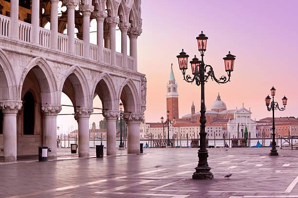 lido und st marks-platz in venedig, italien am morgen - westeuropa stock-fotos und bilder