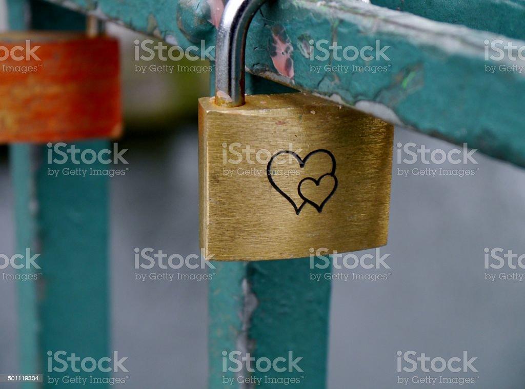 Brückengeländer Liebesschloss Uhr – Foto