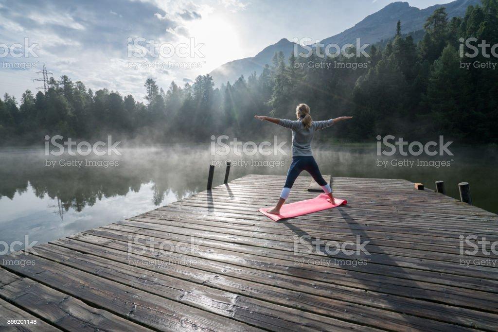 Life-Balance, Menschen, die Yoga ausüben – Foto