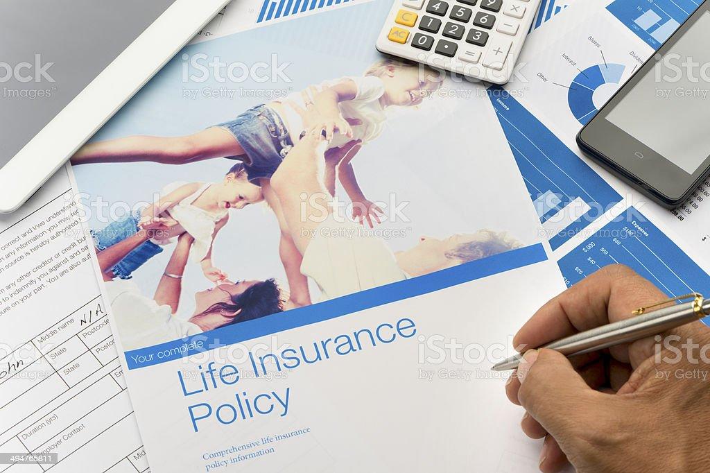 Life insurance brochure avec l'image de la famille - Photo
