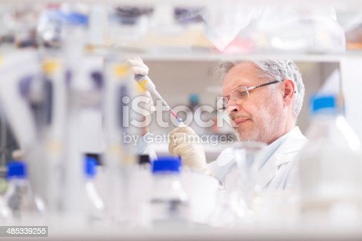 istock Life scientist researching in the laboratory. 485339255
