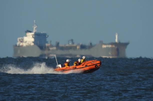 rnli lifeboat lite tillflyktsorten - livbåt bildbanksfoton och bilder