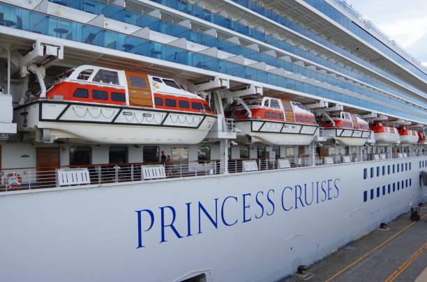 豪華客船の救命ボート - プリンセス ストックフォトと画像